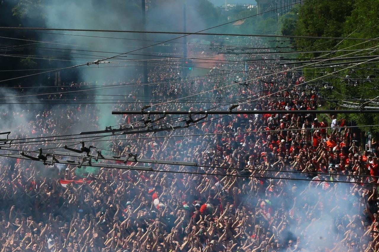 جماهير المجر تدعم بلادها ضد البرتغال