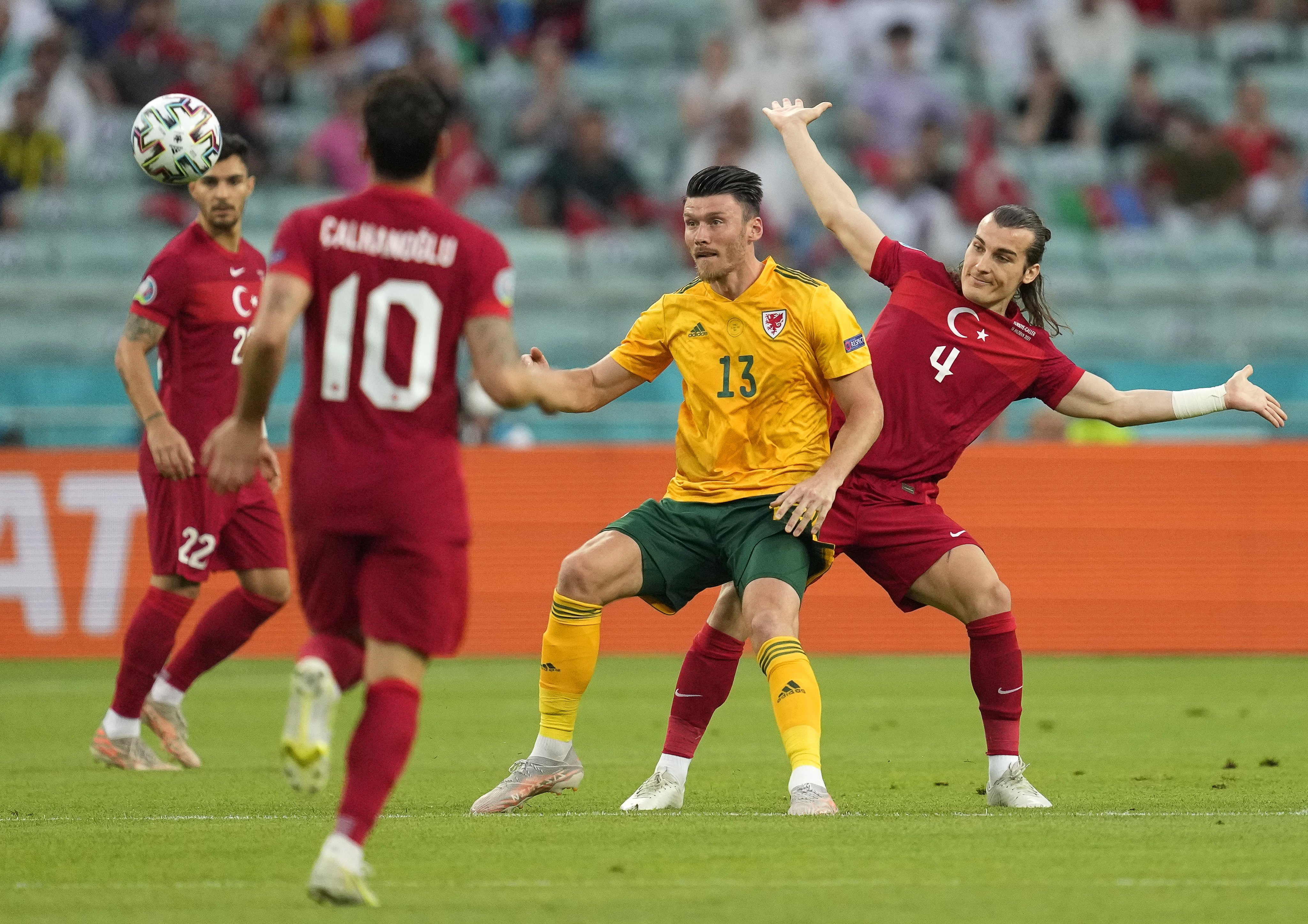 مدافعو تركيا يسيطرون على الكرة