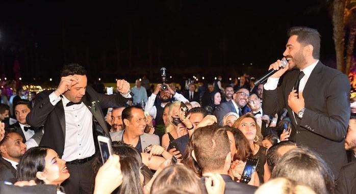 تامر حسنى يغنى ومصطفى قمر يرقص فى الحفل