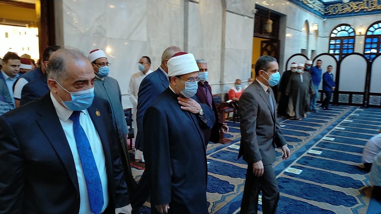 وزير الأوقاف يصل المحلة لأداء صلاة الجمعة  (3)