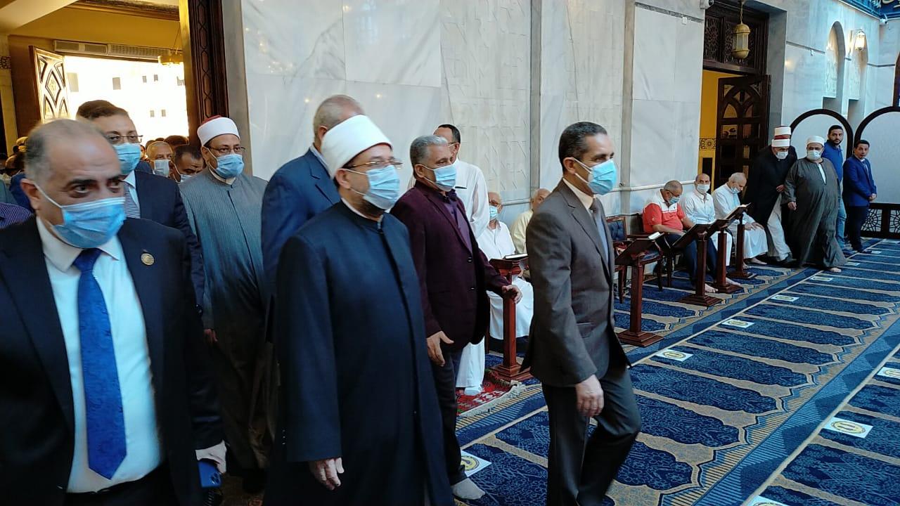 وزير الأوقاف يصل المحلة لأداء صلاة الجمعة  (2)