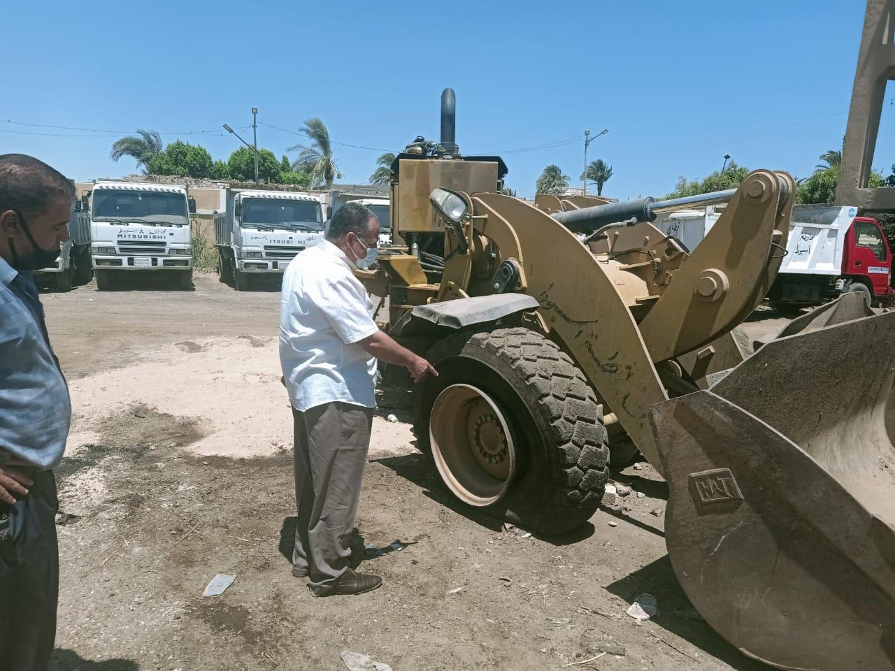 السكرتير المساعد يتابع الحملة الميكانيكية حي شرق وغرب والانقاذ السريع (4)