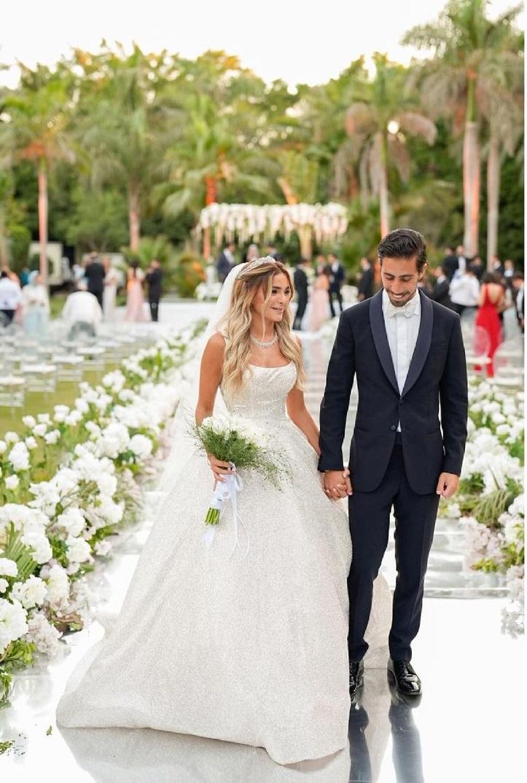 كاميليا الدفراوي ابنة علا غانم وعريسها من حفل الزفاف