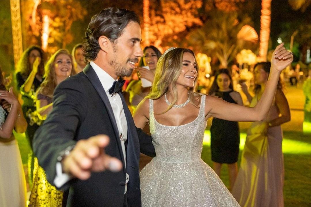 كاميليا الدفراوى ابنة علا غانم وعريسها من حفل الزفاف