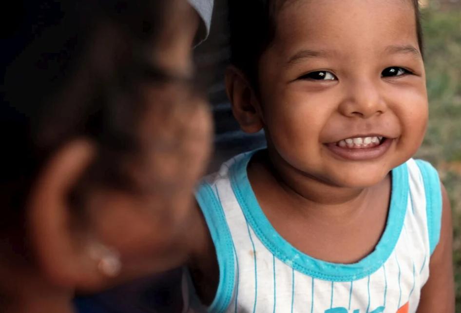طفل فنزويلي يعيش مع أسرته في بنما بعدما فروا هرباً من الاضطهاد
