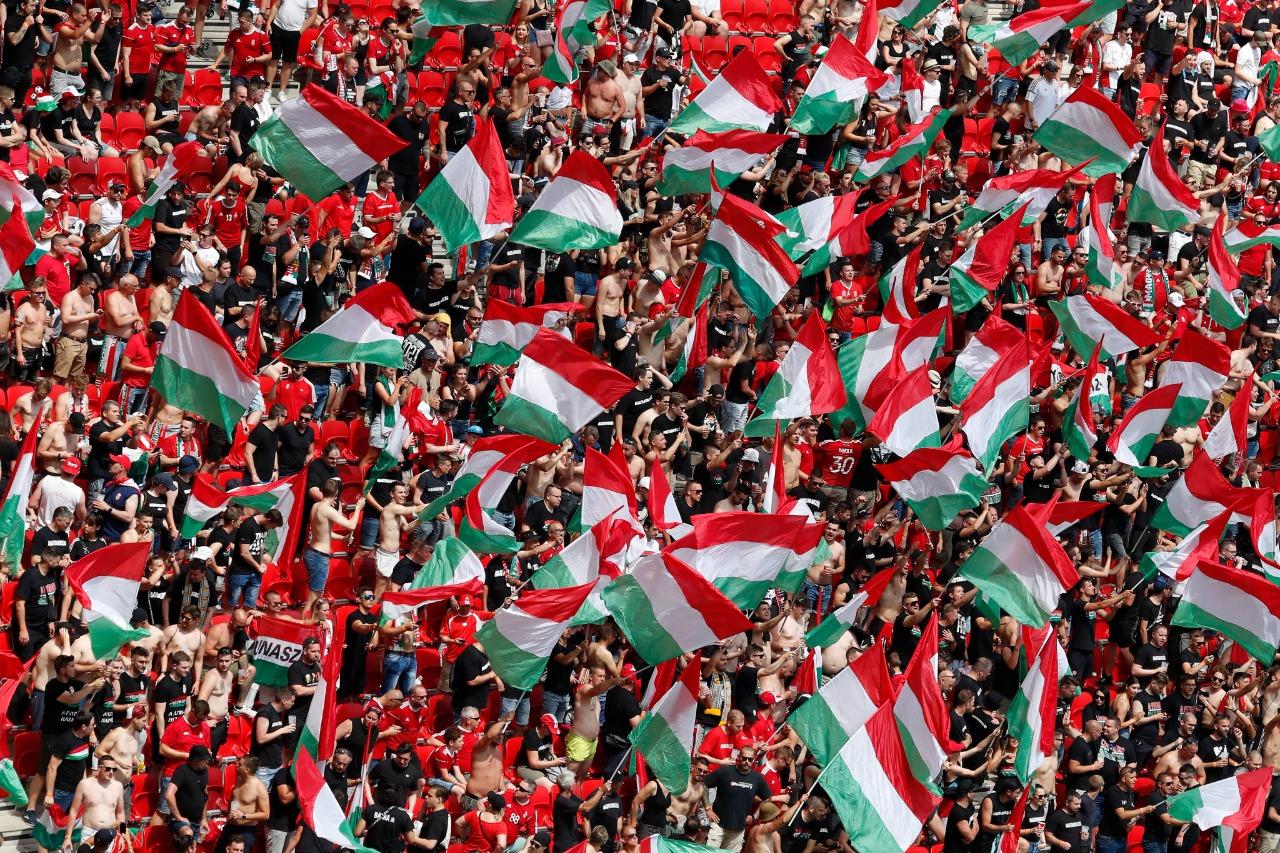 حشد مجري في مدرجات بوشكاش أرينا