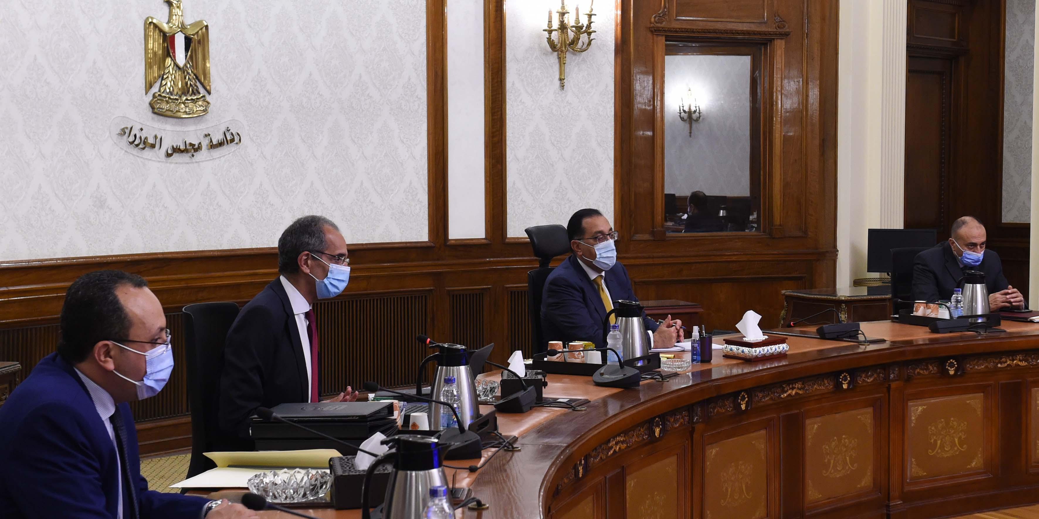 رئيس الوزراء يلتقي وزير الاتصالات لمتابعة مشروعات الوزارة  (3)