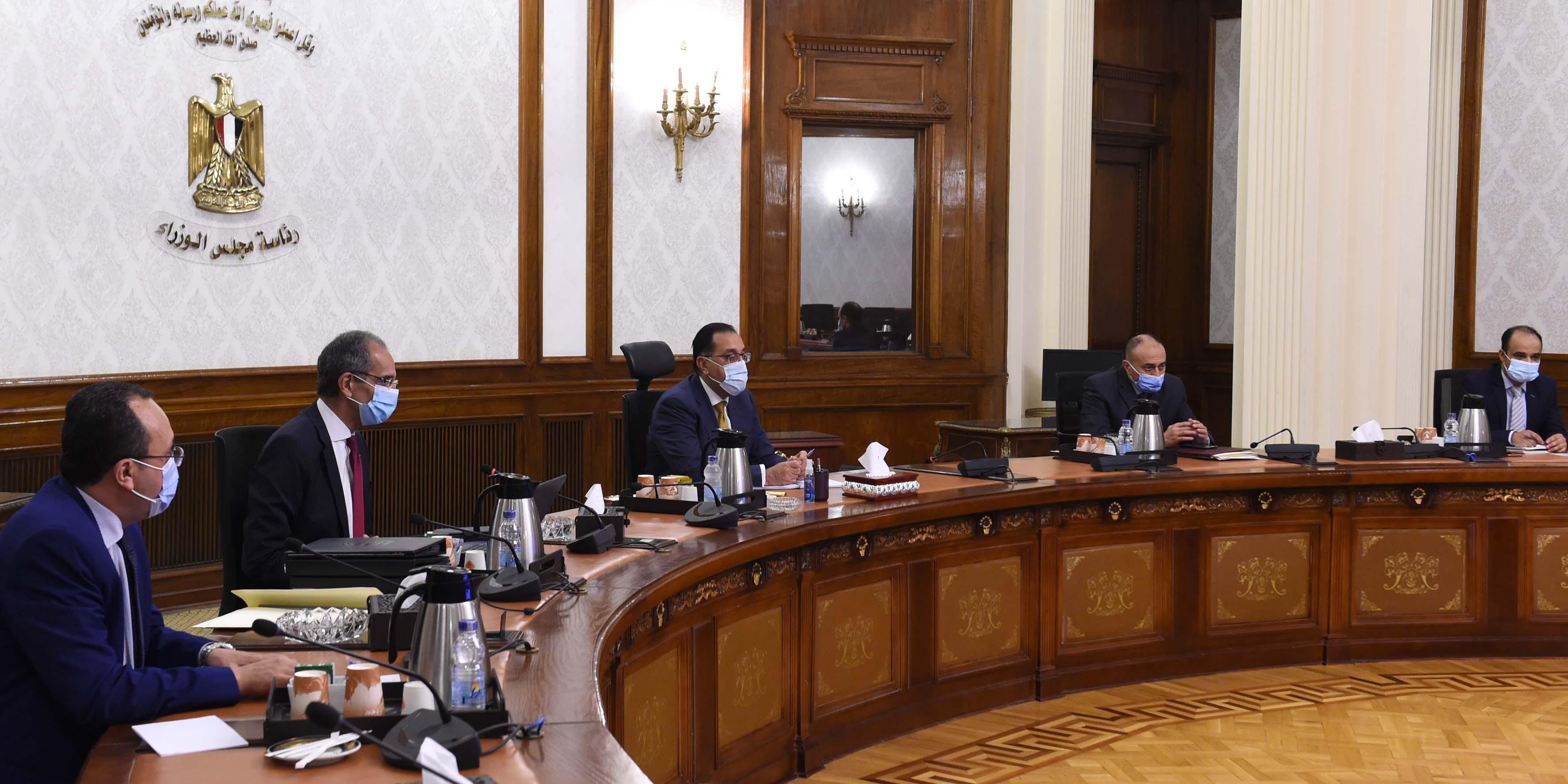 رئيس الوزراء يلتقي وزير الاتصالات لمتابعة مشروعات الوزارة  (1)