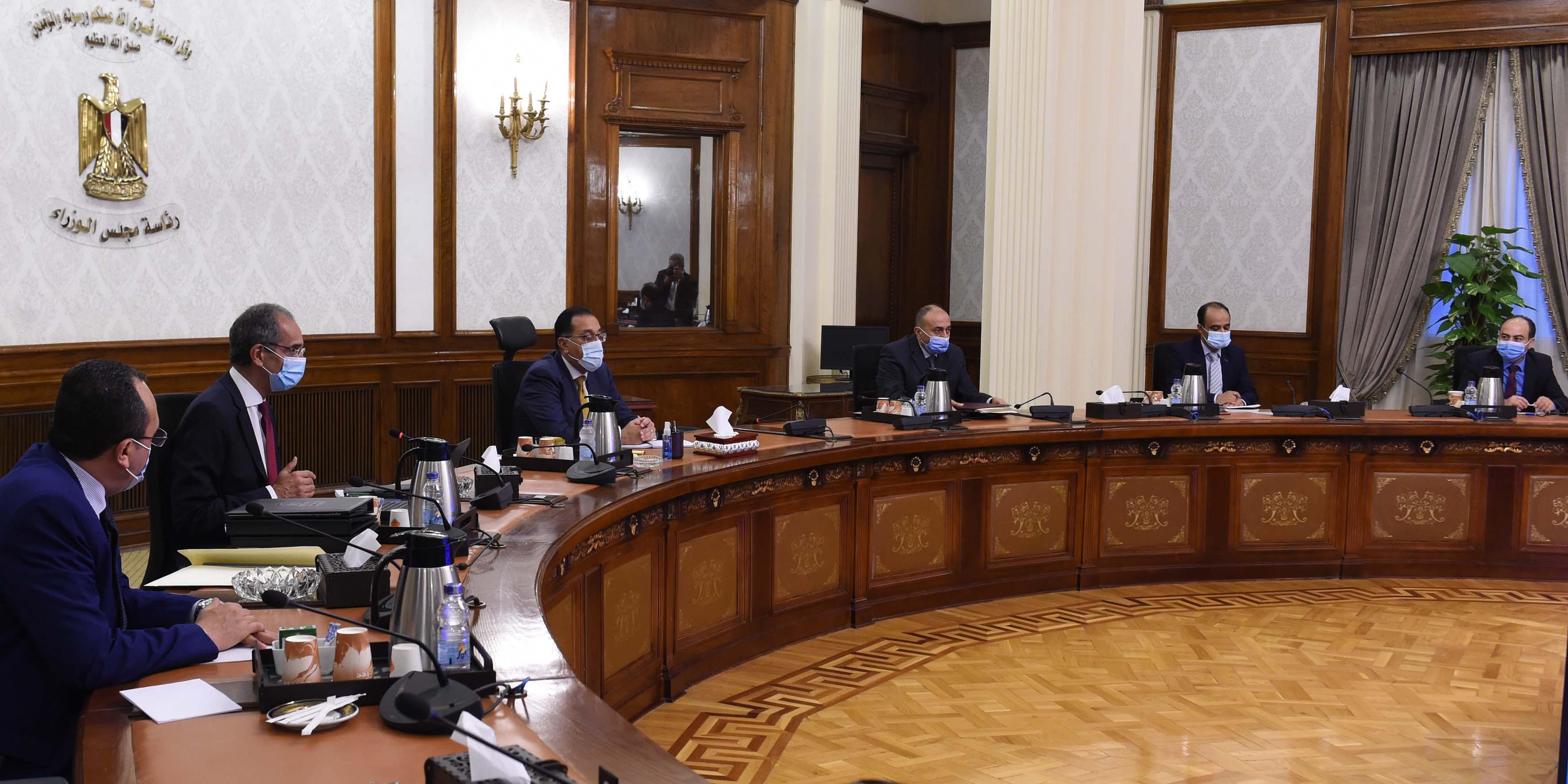 رئيس الوزراء يلتقي وزير الاتصالات لمتابعة مشروعات الوزارة  (4)