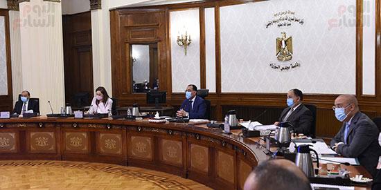 رئيس الوزراء يترأس اجتماع اللجنة العليا (4)