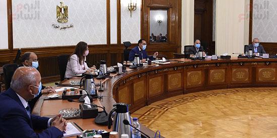 رئيس الوزراء يترأس اجتماع اللجنة العليا (3)