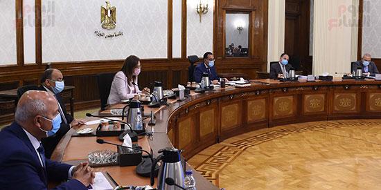 رئيس الوزراء يترأس اجتماع اللجنة العليا (1)