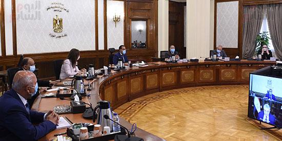 رئيس الوزراء يترأس اجتماع اللجنة العليا (2)