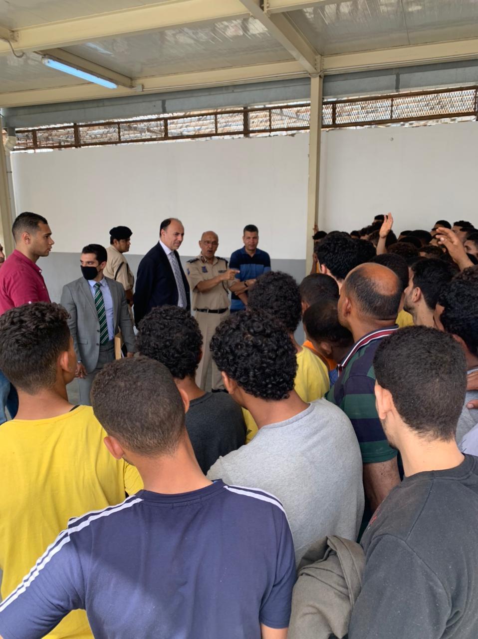 السفير محمد ثروت سليم يتحدث للعمال المحريين
