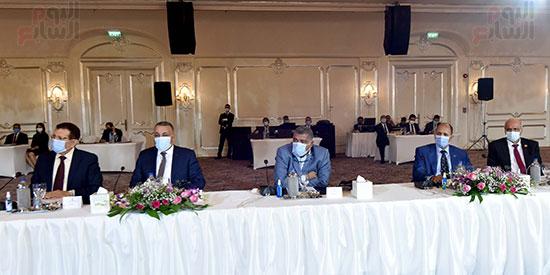 رئيس الوزراء يلتقى رؤساء اللجان النوعية بمجلس النواب (2)