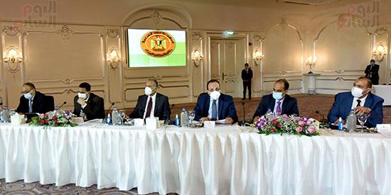 رئيس الوزراء يلتقى رؤساء اللجان النوعية بمجلس النواب (3)