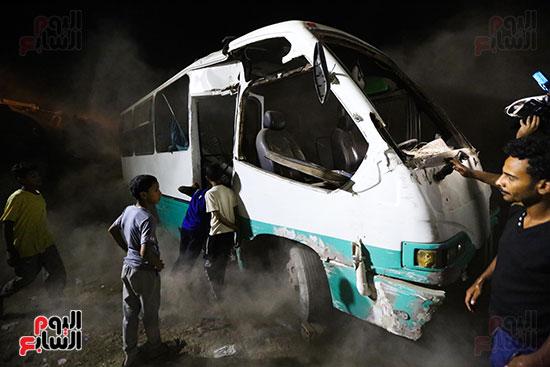 تصادم قطار بضائع بأتوبيس ركاب فى حلوان (14)