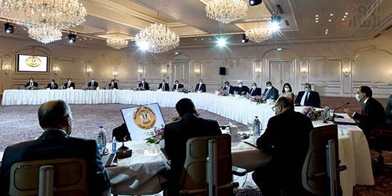 رئيس الوزراء يلتقى رؤساء اللجان النوعية بمجلس النواب (1)