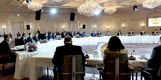 رئيس الوزراء يلتقى رؤساء اللجان النوعية بمجلس النواب (6)