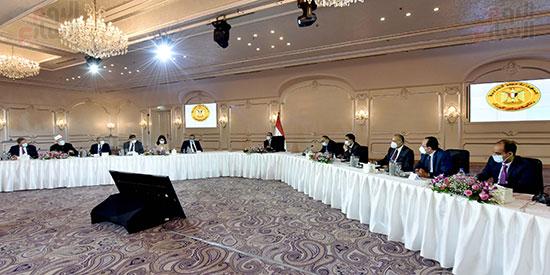 رئيس الوزراء يلتقى رؤساء اللجان النوعية بمجلس النواب (5)
