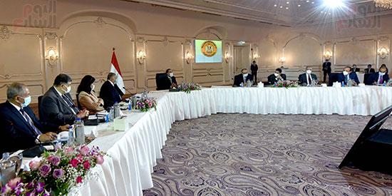 رئيس الوزراء يلتقى رؤساء اللجان النوعية بمجلس النواب (4)