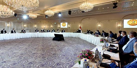 رئيس الوزراء يلتقى رؤساء اللجان النوعية بمجلس النواب (7)
