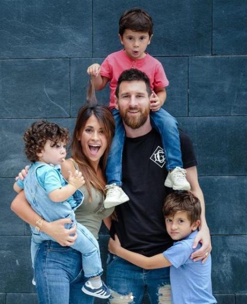 أنتونيلا وميسى وأطفالهما