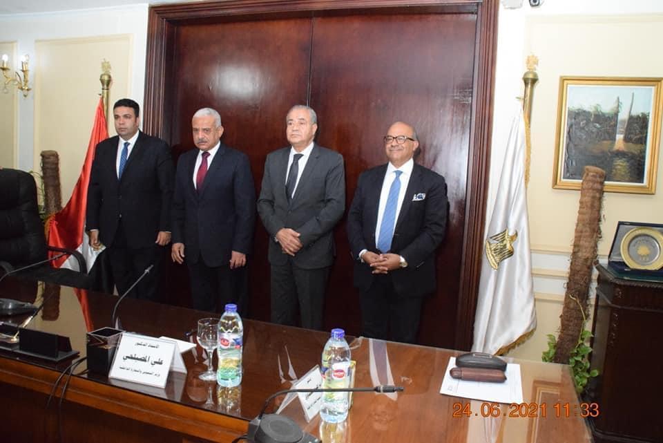وزير التموين ومحافظ السويس يوقعان برتوكول تعاون لإنشاء منطقة لوجيستية
