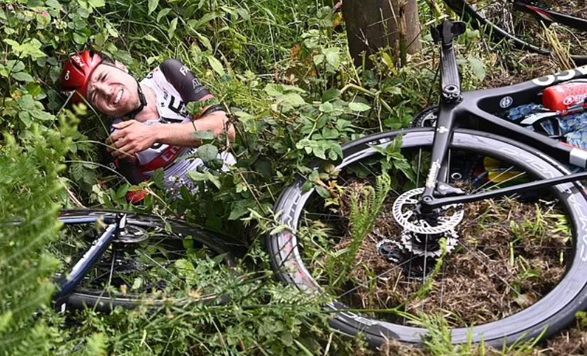 اصابة احد راكبى الدراجات