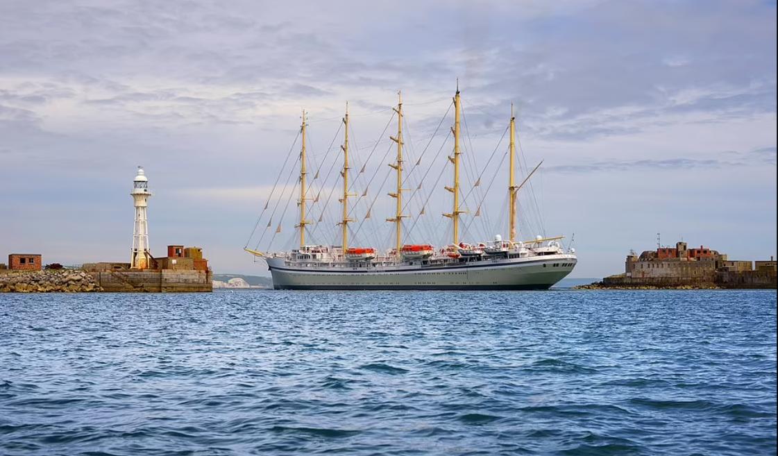 توضيح حجم وكبر السفينة الشراعية