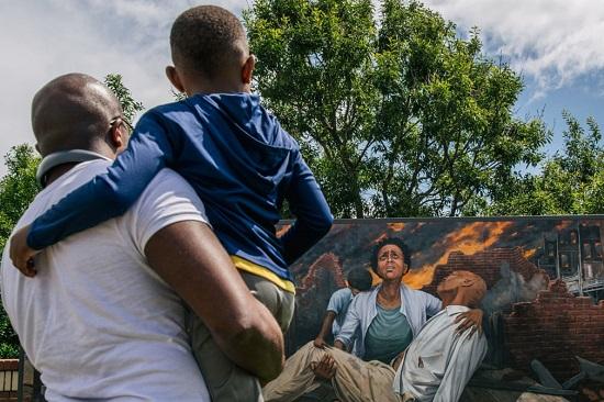 جرافيتي معبر عن  مذبحة تولسا