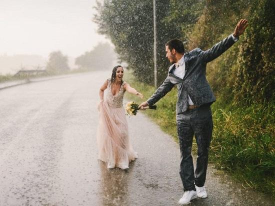 هطول المطر بحفل الزفاف