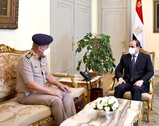 ءالرئيس السيسى يستقبل الفريق أول محمد زكى وزير الدفاع والإنتاج الحربى (3)