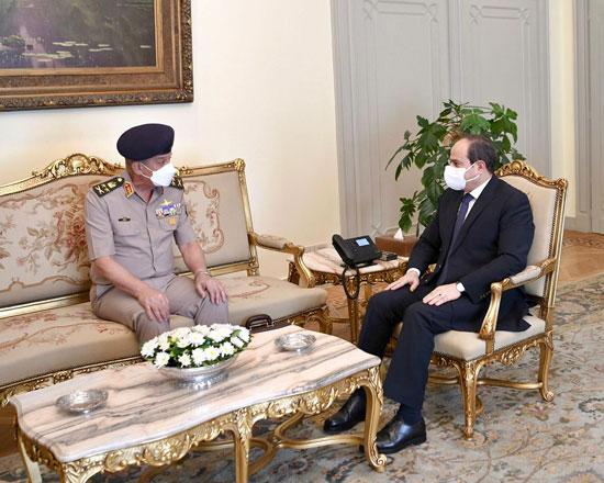 ءالرئيس السيسى يستقبل الفريق أول محمد زكى وزير الدفاع والإنتاج الحربى (1)
