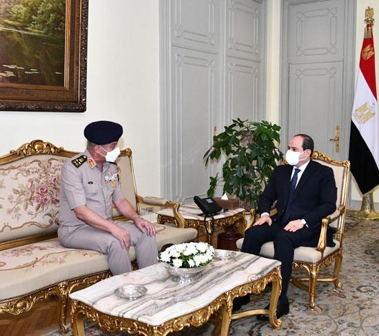 ءالرئيس السيسى يستقبل الفريق أول محمد زكى وزير الدفاع والإنتاج الحربى (2)