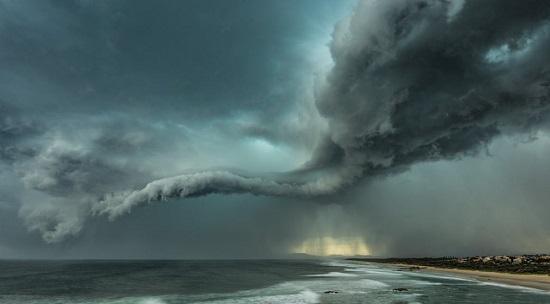 أول صور عاصفة التقطتها عدسة المصور