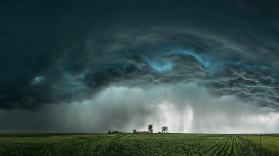 ألوان وتكوين رائع على هذه العاصفة في مونتانا