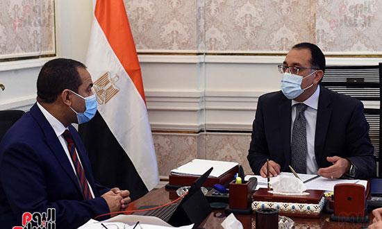 اجتماع رئيس الوزراء مع رئيس الجهاز المركزي للتنظيم والإدارة (3)