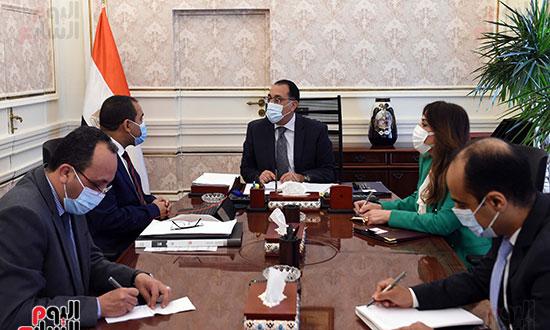 اجتماع رئيس الوزراء مع رئيس الجهاز المركزي للتنظيم والإدارة (1)