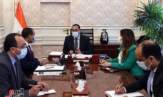 اجتماع رئيس الوزراء مع رئيس الجهاز المركزي للتنظيم والإدارة (2)