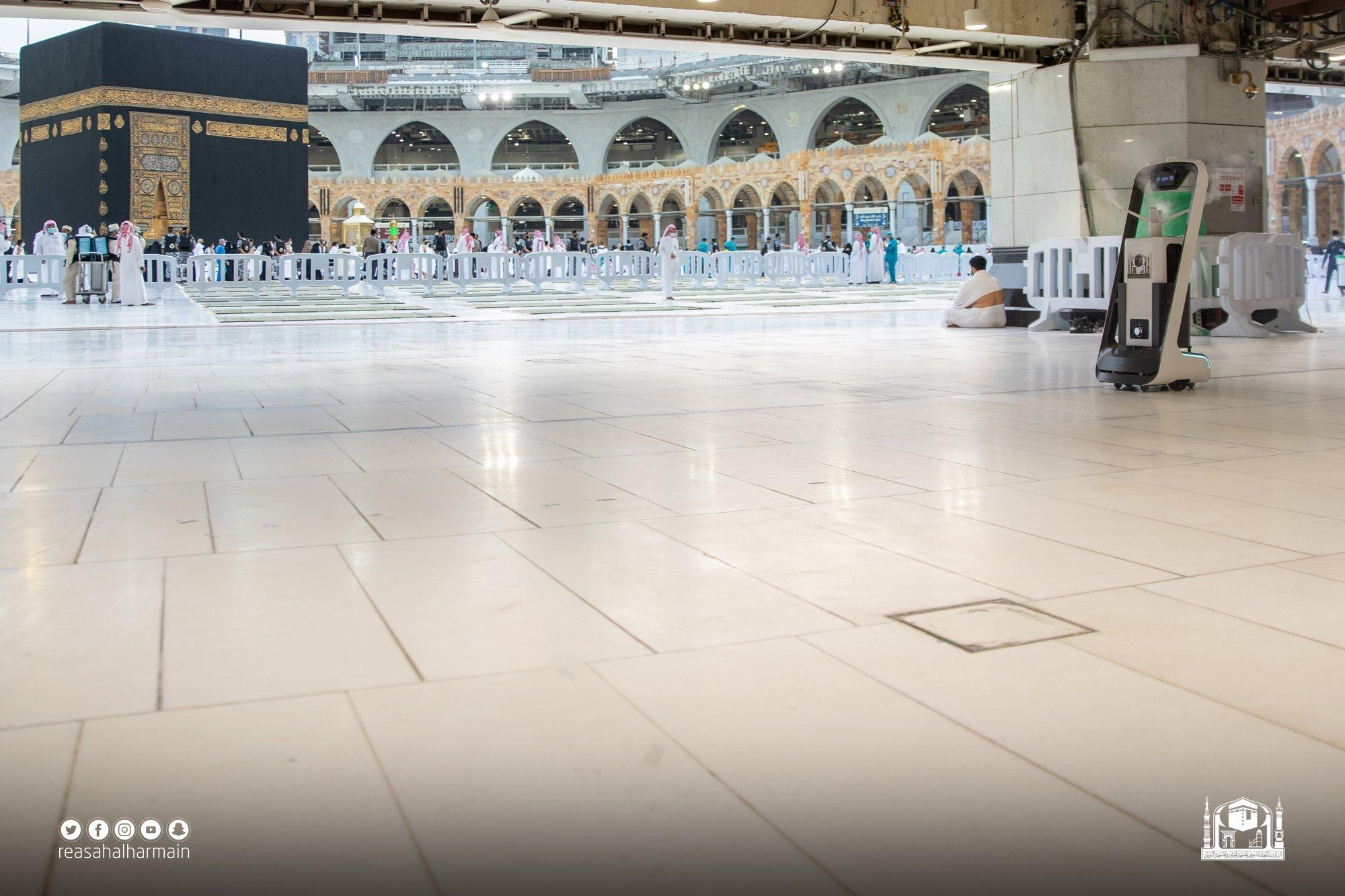 روبوتات داخل المسجد الحرام (2)