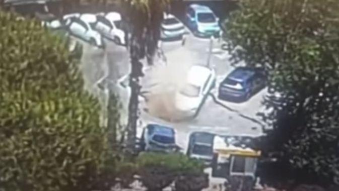 سقوط سيارة فى حفرة الانهيار