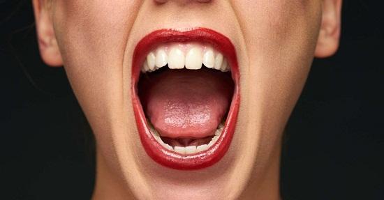 طرق طبيعية للتخلص من رائحة الفم الكريهة