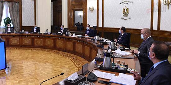 رئيس الوزراء يتابع موقف تنفيذ المشروعات التنمويه  (4)