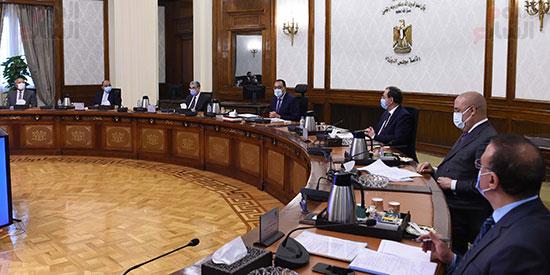 رئيس الوزراء يتابع موقف تنفيذ المشروعات التنمويه  (5)