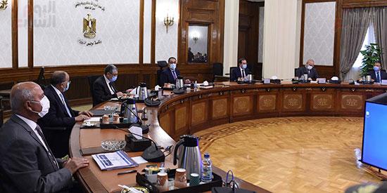 رئيس الوزراء يتابع موقف تنفيذ المشروعات التنمويه  (3)