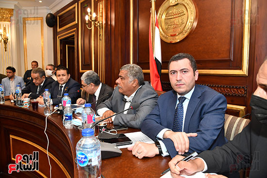 لجنة الصناعة (8)