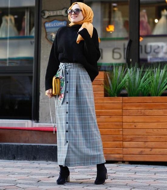 أفكار لتنسيق التنورة ذات الأزرار الأمامية مع الحجاب (7)