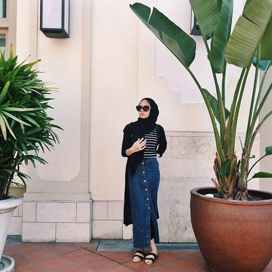 أفكار لتنسيق التنورة ذات الأزرار الأمامية مع الحجاب (8)
