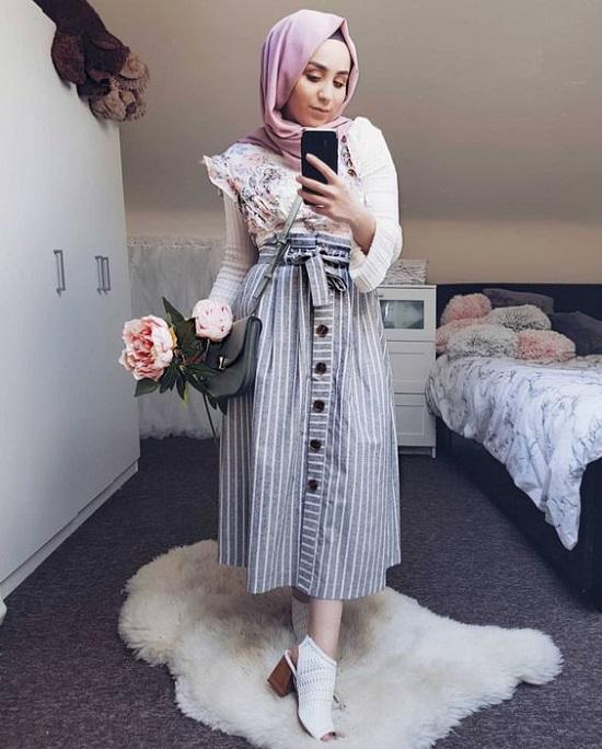 أفكار لتنسيق التنورة ذات الأزرار الأمامية مع الحجاب (9)